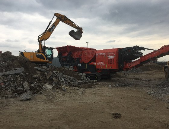 Finlay J1170 Mobile jawed crusher